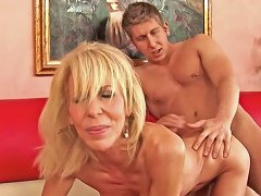 Younger Dude Loves To Fuck An Experience Woman Porn Videos