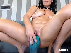 Shaved Model Is Dildoing Her Sexy Ass Drtuber