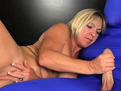 Mature Beauty Tugging Dick During Cfnm Nuvid