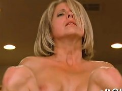 Older Chick Shows Off Her Perfect Dick Riding Skills Nuvid