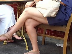 Candid Mature Sexy Crossed Legs Feets