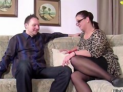 Stepmom Seduce Step Son To Fuck Her While Dad Away