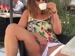 Eva Shoing Pussy